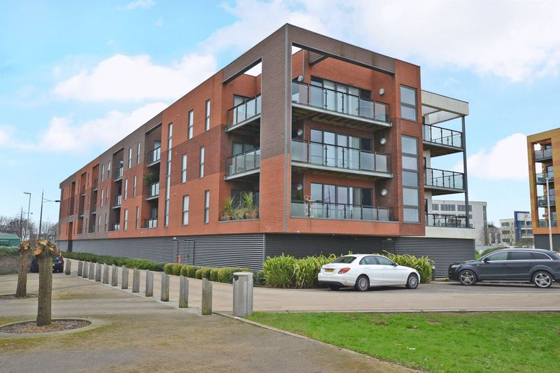 1 Bedroom Flat for sale in Luxury River-Side Apartment, Selskar Court, Newport