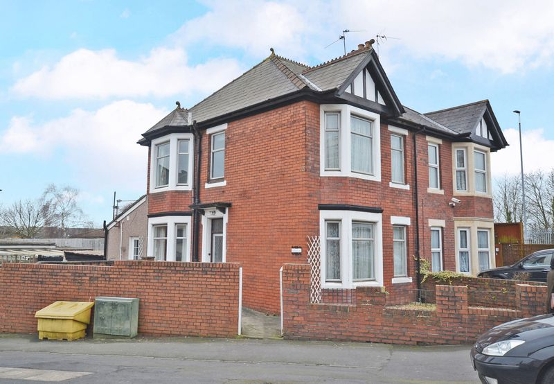 3 Bedrooms Semi Detached House for sale in Spacious Semi-Detached House, Capel Crescent, Newport