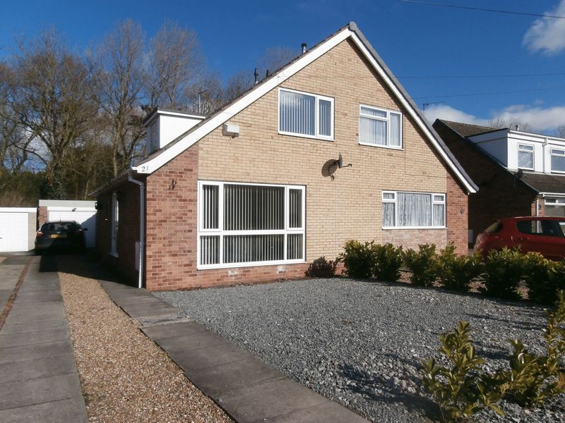 3 Bedrooms Semi Detached Bungalow for sale in Clough Garth, Hedon