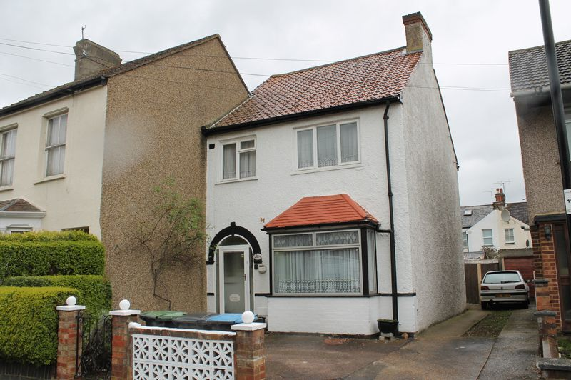 3 Bedrooms Semi Detached House for sale in Ferndale Road, Enfield