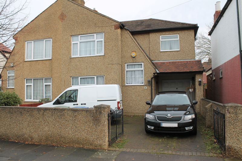 3 Bedrooms Semi Detached House for sale in Malvern Road, Enfield
