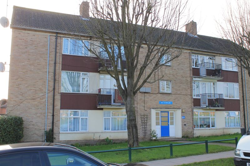 3 Bedrooms Flat for sale in Hoe Lane, Enfield