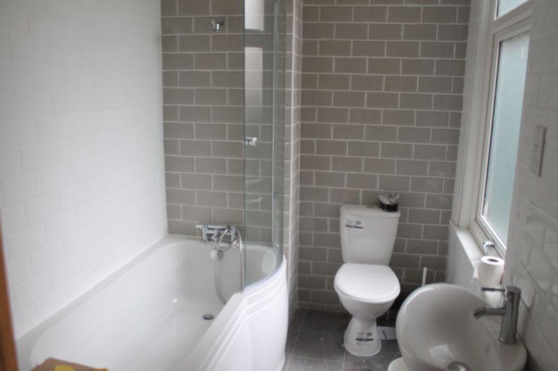 3 Bedrooms Terraced House for sale in Nags Head Road, Enfield EN3 7AR