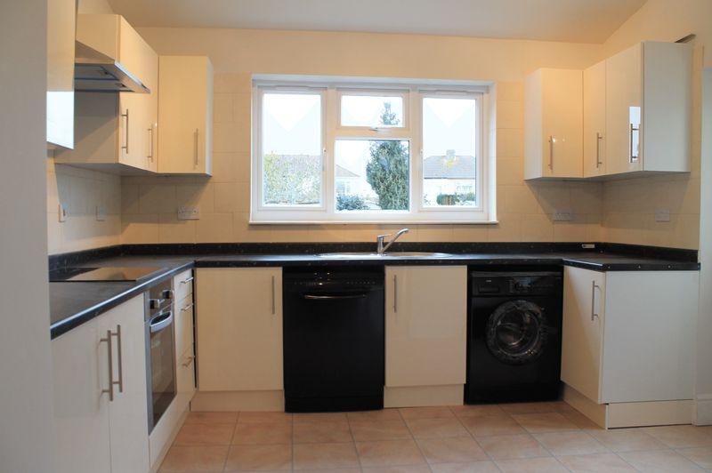 3 Bedrooms Terraced House for sale in Boleyn Avenue, Enfield