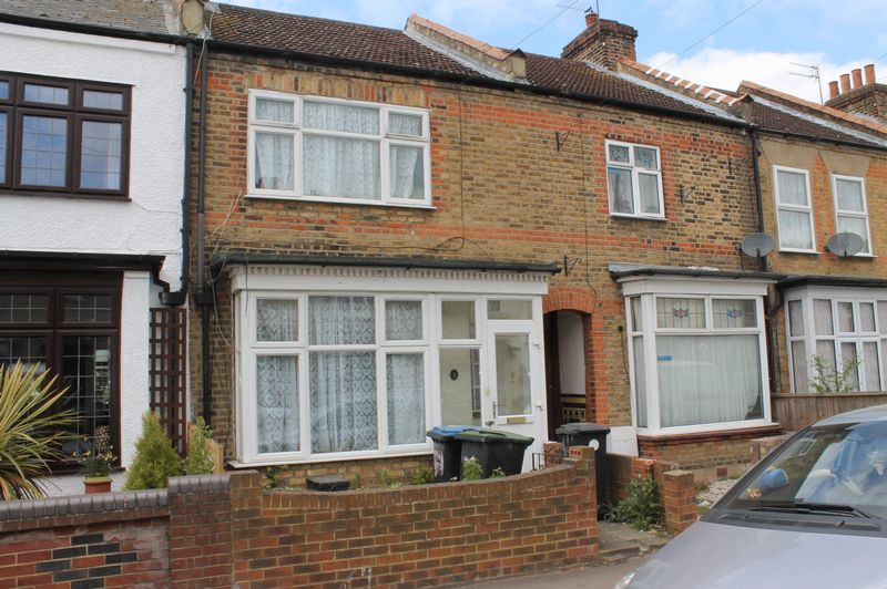 3 Bedrooms Terraced House for sale in Salisbury Road, Enfield