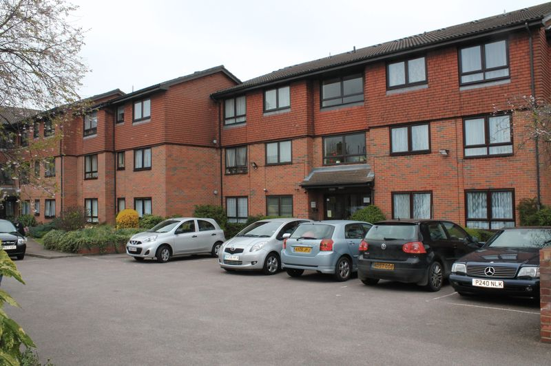 1 Bedroom Flat for sale in Holmleigh Court, Glyn Road, Enfield