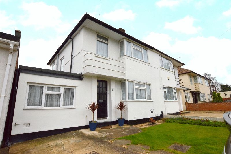 4 Bedrooms Semi Detached House for sale in Boxtree Road, Harrow Weald