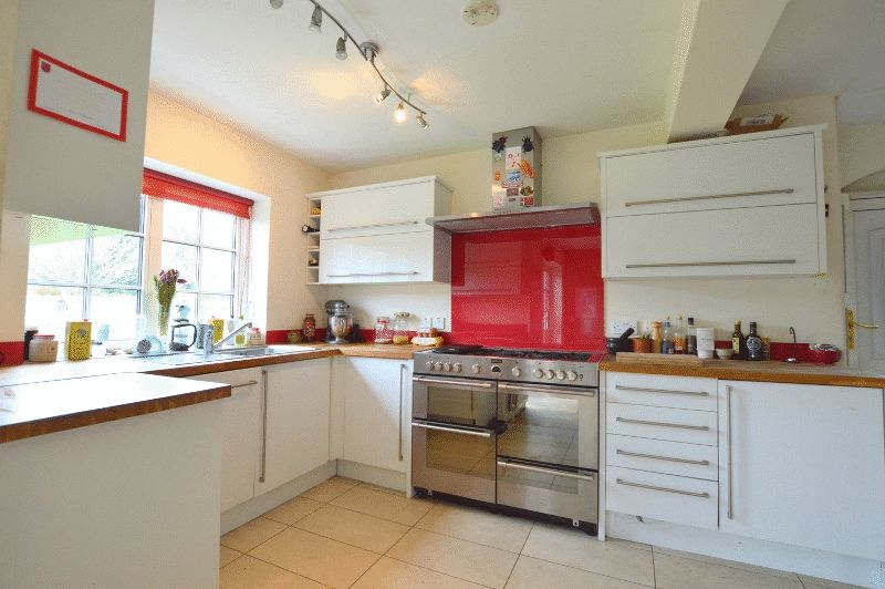 3 Bedrooms Semi Detached House for sale in Hallam Gardens, Hatch End