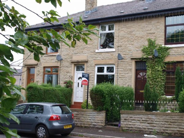 2 Bedrooms Terraced House for sale in Lowerplace, Rochdale.
