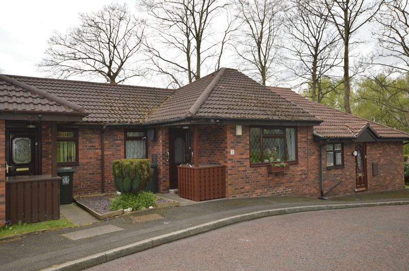 2 Bedrooms Bungalow for sale in Mulberry Close, Rochdale