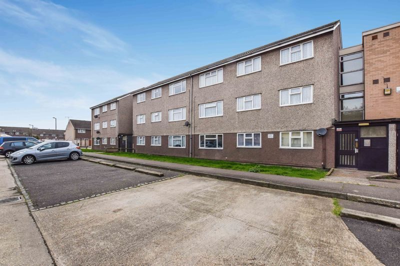 2 Bedrooms Flat for sale in Lyndhurst Road, Stanford-Le-Hope