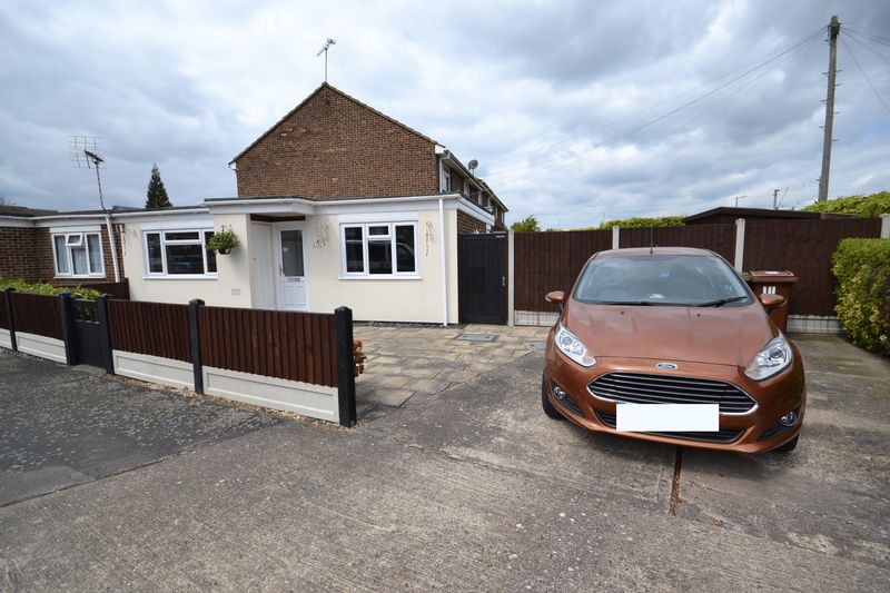 1 Bedroom Semi Detached Bungalow for sale in Boyce Road, Stanford-Le-Hope