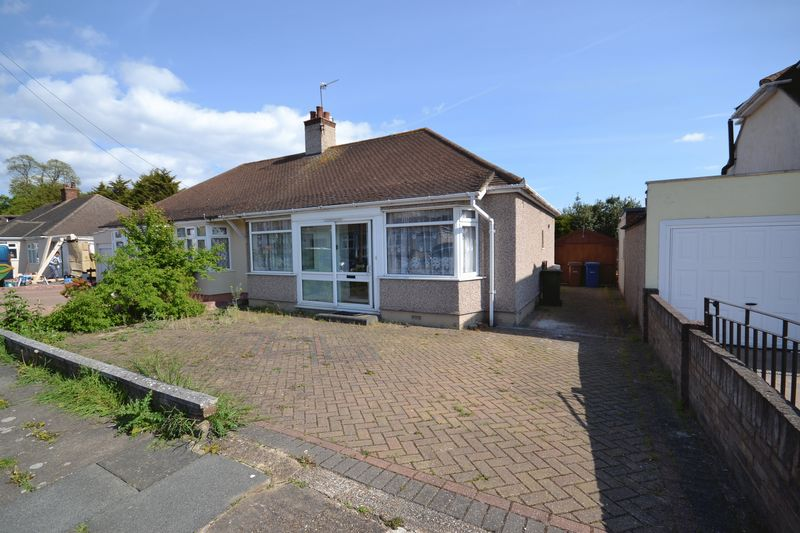 2 Bedrooms Semi Detached Bungalow for sale in Vincent Close, Stanford-Le-Hope