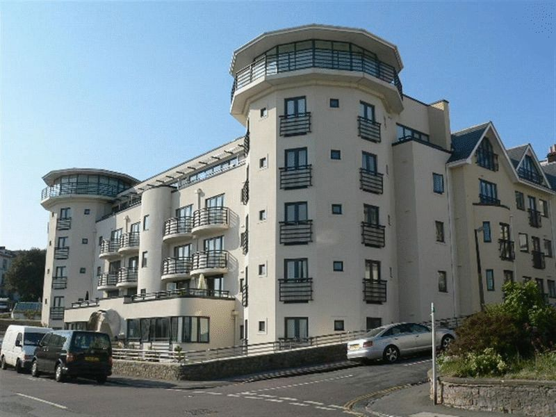 2 Bedrooms Flat for sale in WESTON SEAFRONT