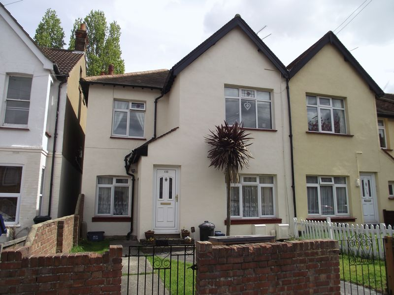 2 Bedrooms Flat for sale in Fleetwood Avenue, Westcliff-On-Sea