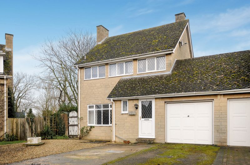 3 Bedrooms Detached House for sale in Bicester Road, Bicester