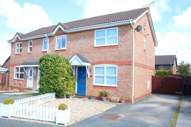 2 Bedrooms Terraced House for sale in Llwyn Harlech, Rhyl