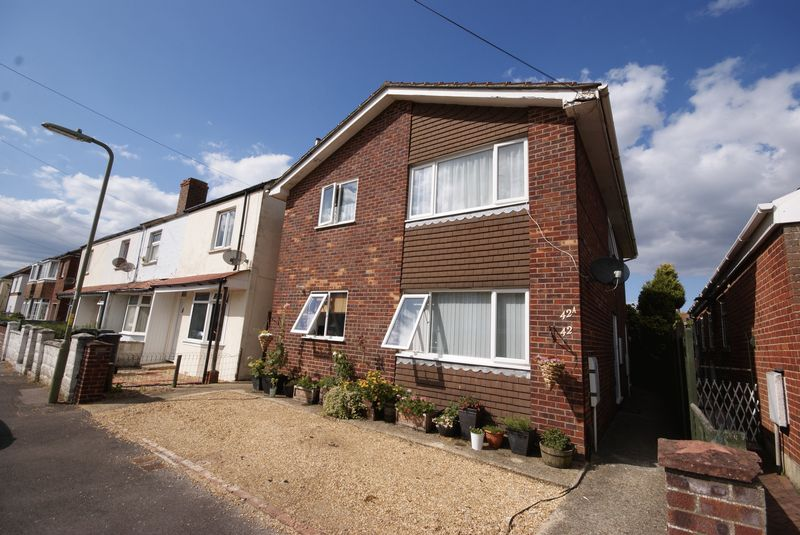 2 Bedrooms Flat for sale in Seymour Road, Lee on the Solent, PO13