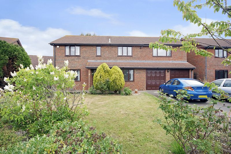 5 Bedrooms Detached House for sale in Canterbury Close, Lee-On-The-Solent, PO13
