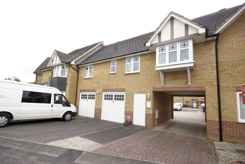 2 Bedrooms Flat for sale in Bracken Close, Lee-On-The-Solent