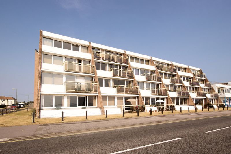 1 Bedroom Flat for sale in Marine Parade East, Lee-On-The-Solent, PO13