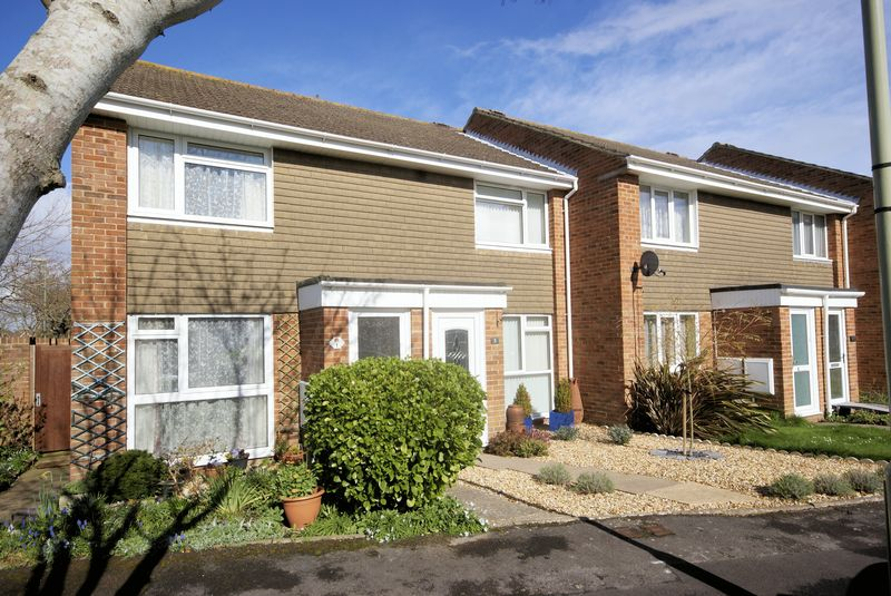 2 Bedrooms Terraced House for sale in Compton Close, Lee-On-The-Solent