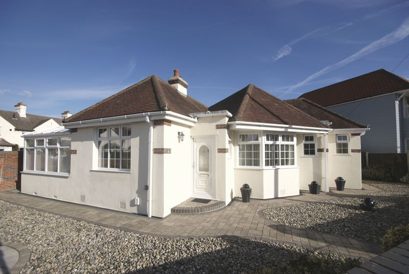 3 Bedrooms Detached Bungalow for sale in Montserrat Road, Lee-On-The-Solent