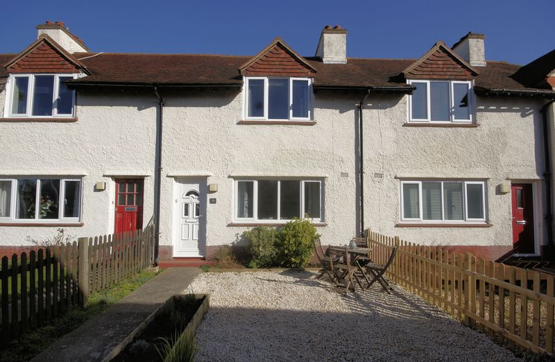 2 Bedrooms Terraced House for sale in Kings Road, Lee-On-The-Solent, PO13