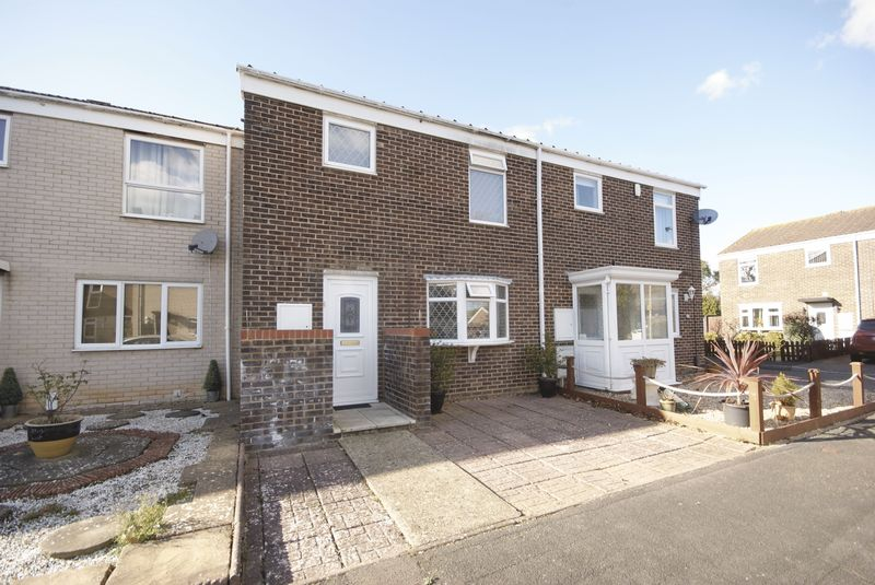 3 Bedrooms Terraced House for sale in Waveney Close, Lee on the Solent, PO13
