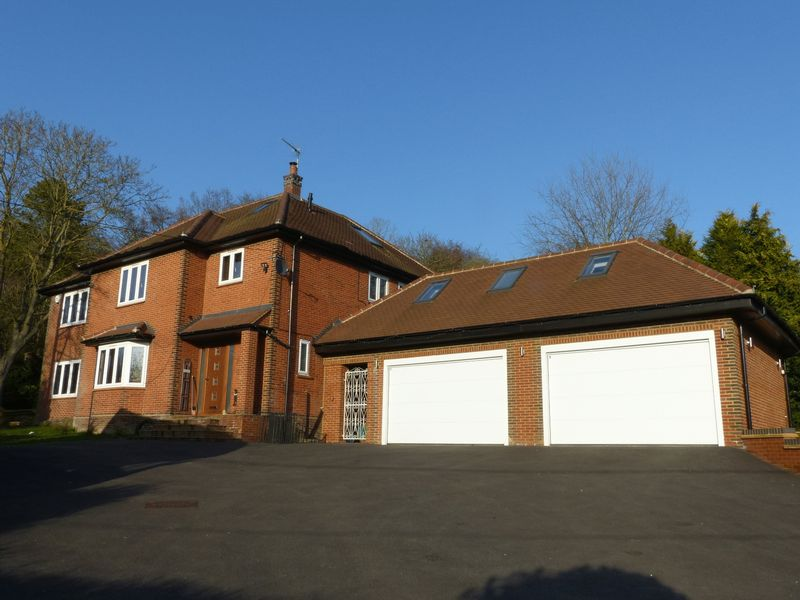 5 Bedrooms Detached House for sale in Bourne End-Stunning Detached Family Home