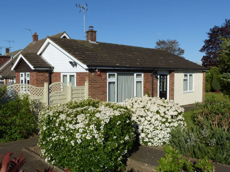 2 Bedrooms Detached Bungalow for sale in Flackwell Heath