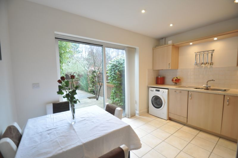 3 Bedrooms House for sale in Falconer Road, Elvetham Heath, Fleet