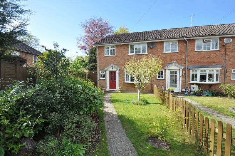 3 Bedrooms House for sale in Compton Road, Church Crookham, Fleet