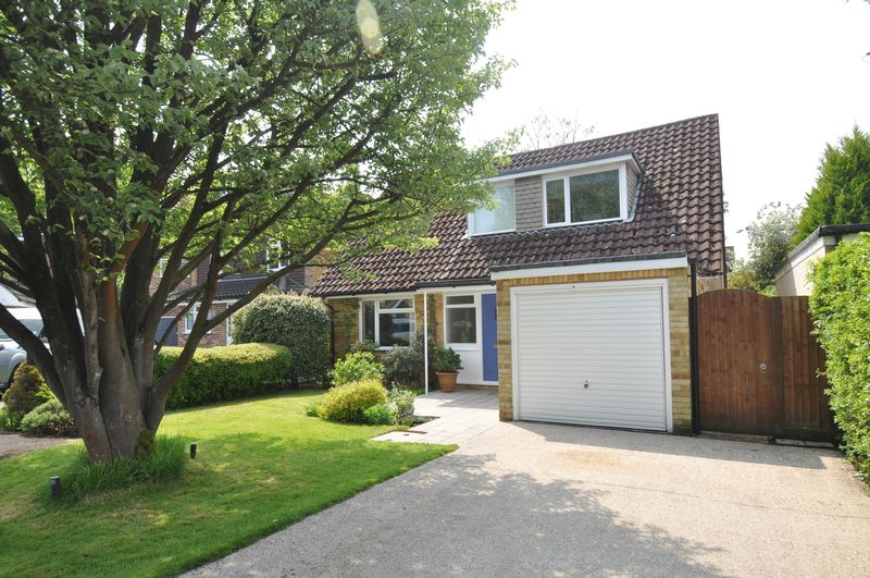 4 Bedrooms Detached House for sale in Brookly Gardens, Fleet