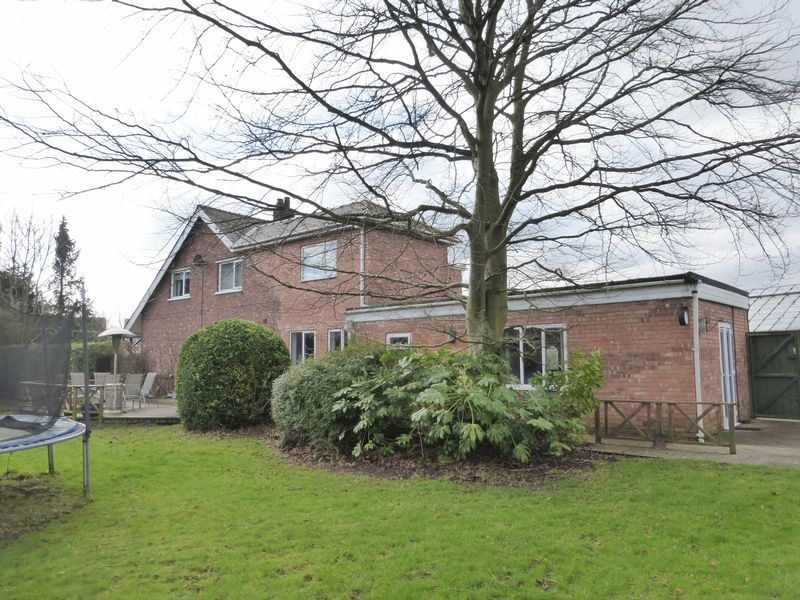 4 Bedrooms Detached House for sale in Chapel Road, Hesketh Bank, Preston