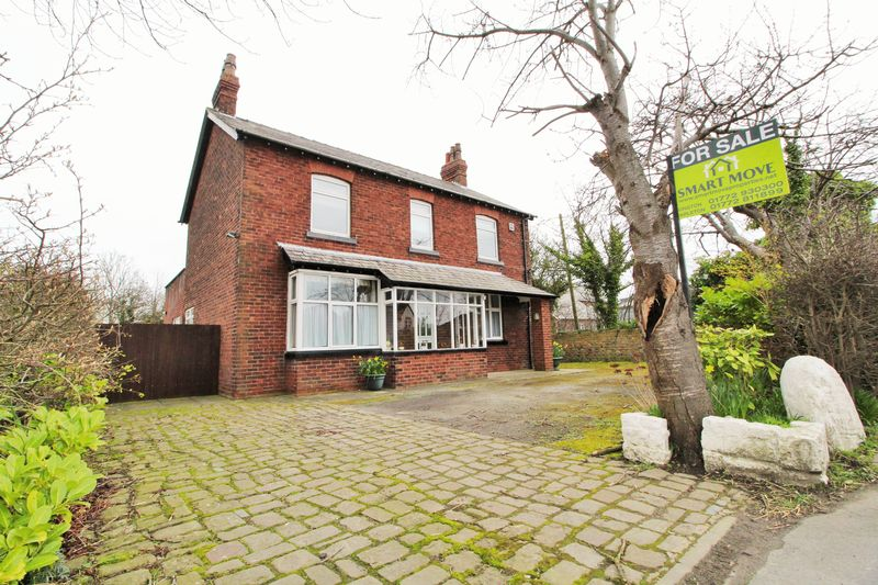 4 Bedrooms Detached House for sale in Station Road, Hesketh Bank, Preston
