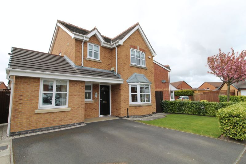 3 Bedrooms Detached House for sale in The Green, Hesketh Bank, Preston