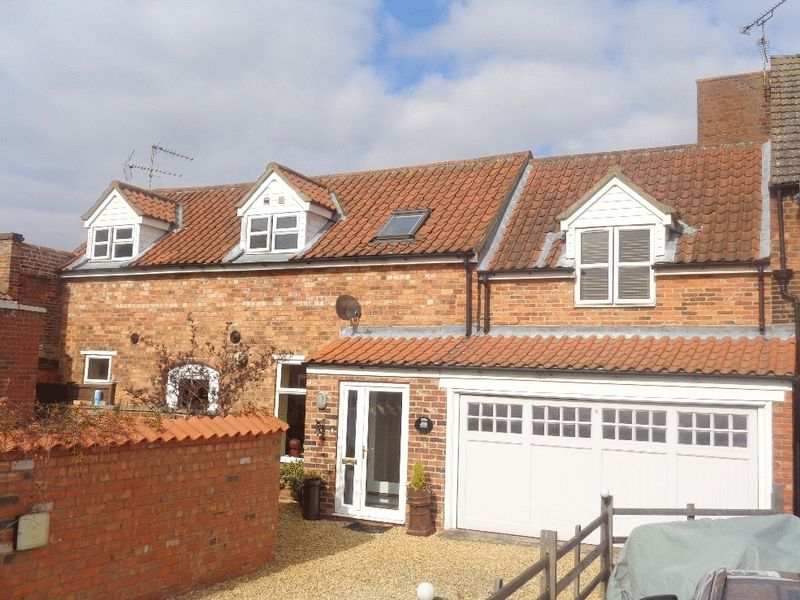 3 Bedrooms Terraced House for sale in The Barn, Hykeham Road