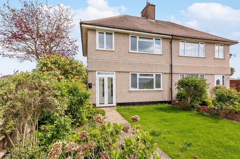 3 Bedrooms Semi Detached House for sale in Armagh Road, Shoeburyness