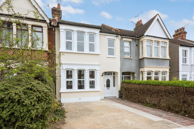 3 Bedrooms Terraced House for sale in Bellevue Road, Southchurch Village