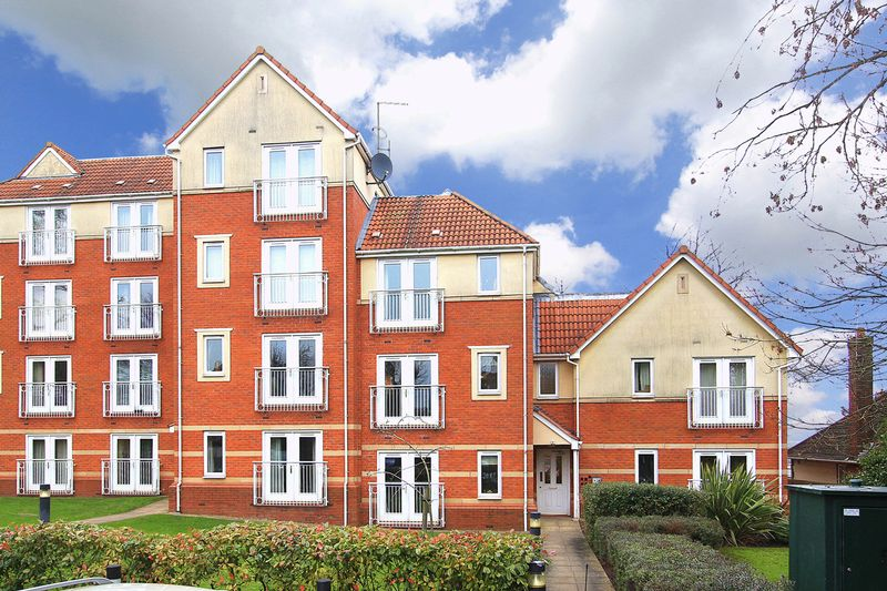 2 Bedrooms Flat for sale in GOLDTHORN PARK, Parkhall Gardens