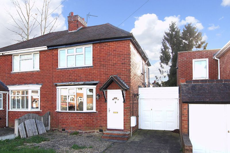 2 Bedrooms Semi Detached House for sale in PENN, Wynchcombe Avenue