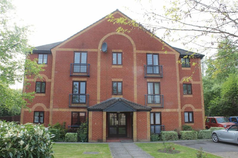 2 Bedrooms Flat for sale in Pennycress, Weston-Super-Mare