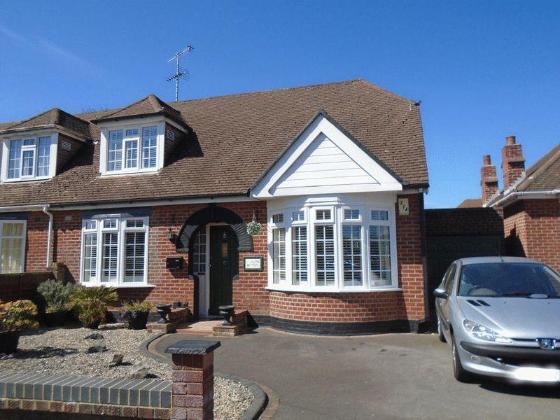 3 Bedrooms Semi Detached Bungalow for sale in Foxbury Grove, Portchester, PO16 9JQ