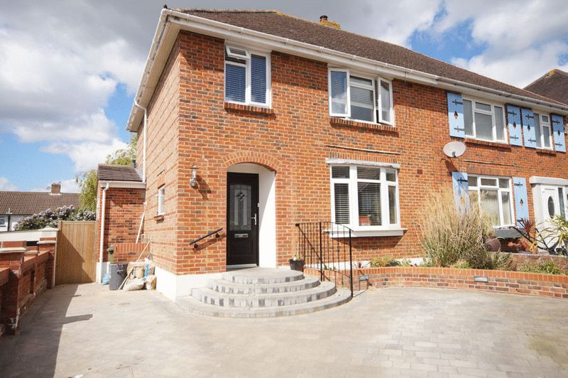 3 Bedrooms Semi Detached House for sale in Masefield Avenue, Poet's Corner, PO6 4PD