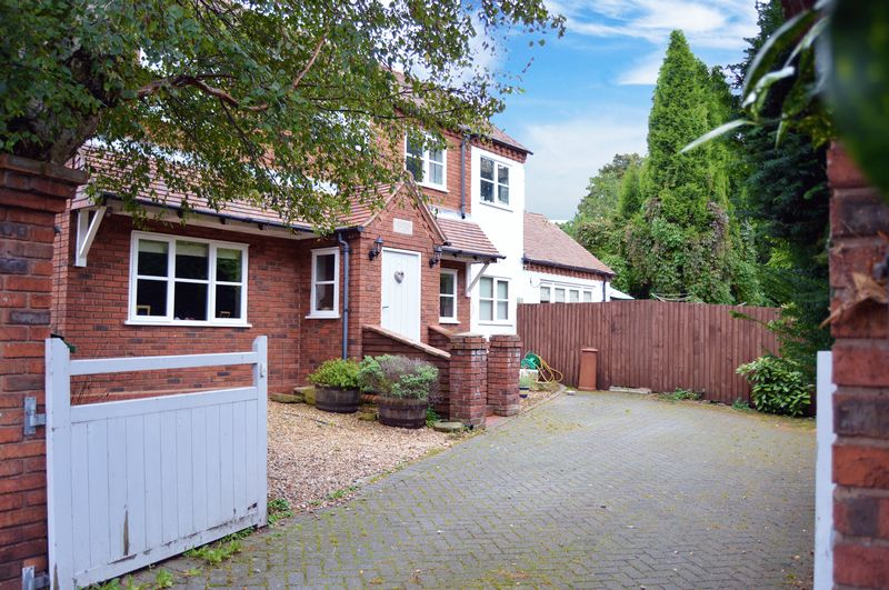 3 Bedrooms Detached House for sale in Coopers Bank Road, Brierley Hill