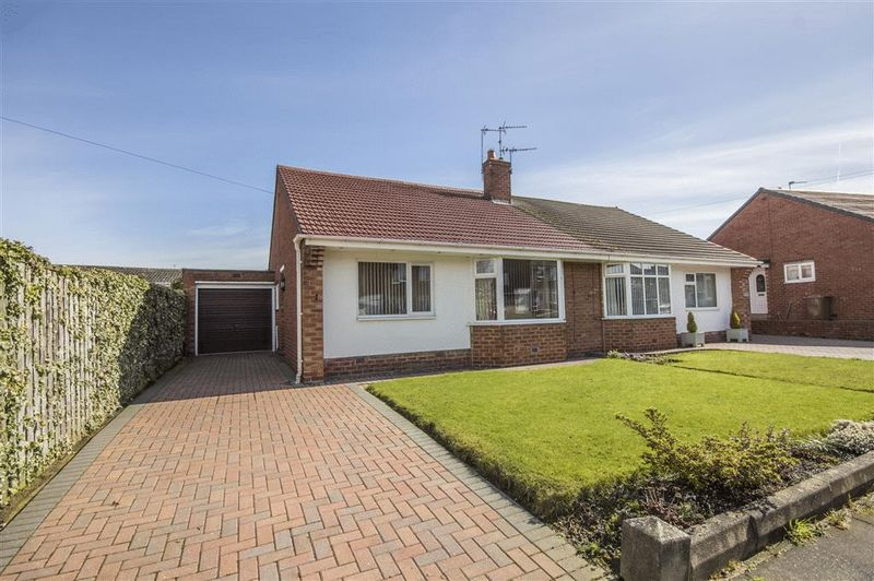 2 Bedrooms Semi Detached Bungalow for sale in Woodhorn Gardens, Newcastle Upon Tyne