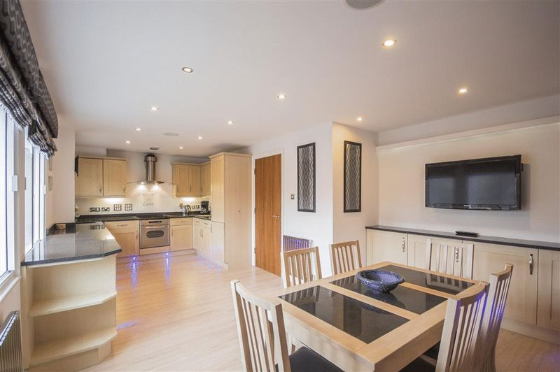2 Bedrooms Flat for sale in High Quays, City Road, Newcastle Upon Tyne