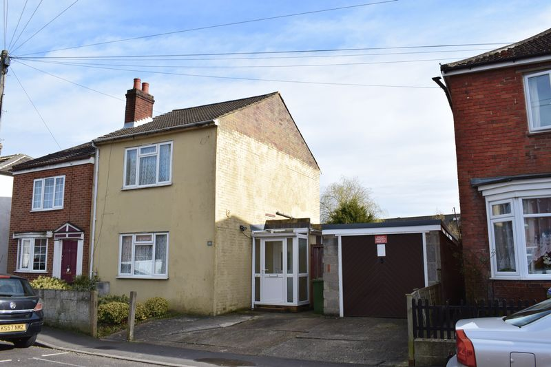 3 Bedrooms Detached House for sale in Lisbon Road, Southampton