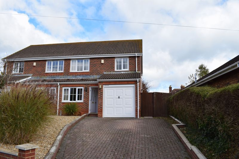 3 Bedrooms Semi Detached House for sale in Calshot Road, Southampton